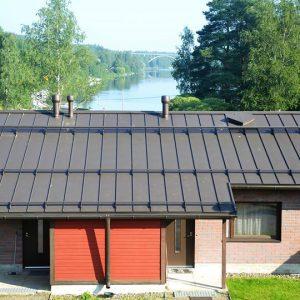 Rivitalon katto remontin jälkeen